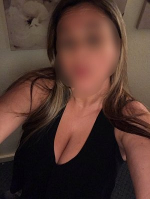 Danae escort girls